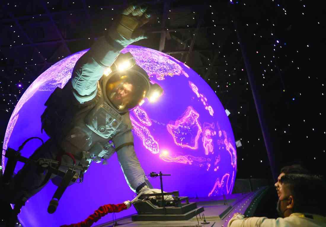 الصورة : » رائد الفضاء.. آفاق جديدة من التنقل