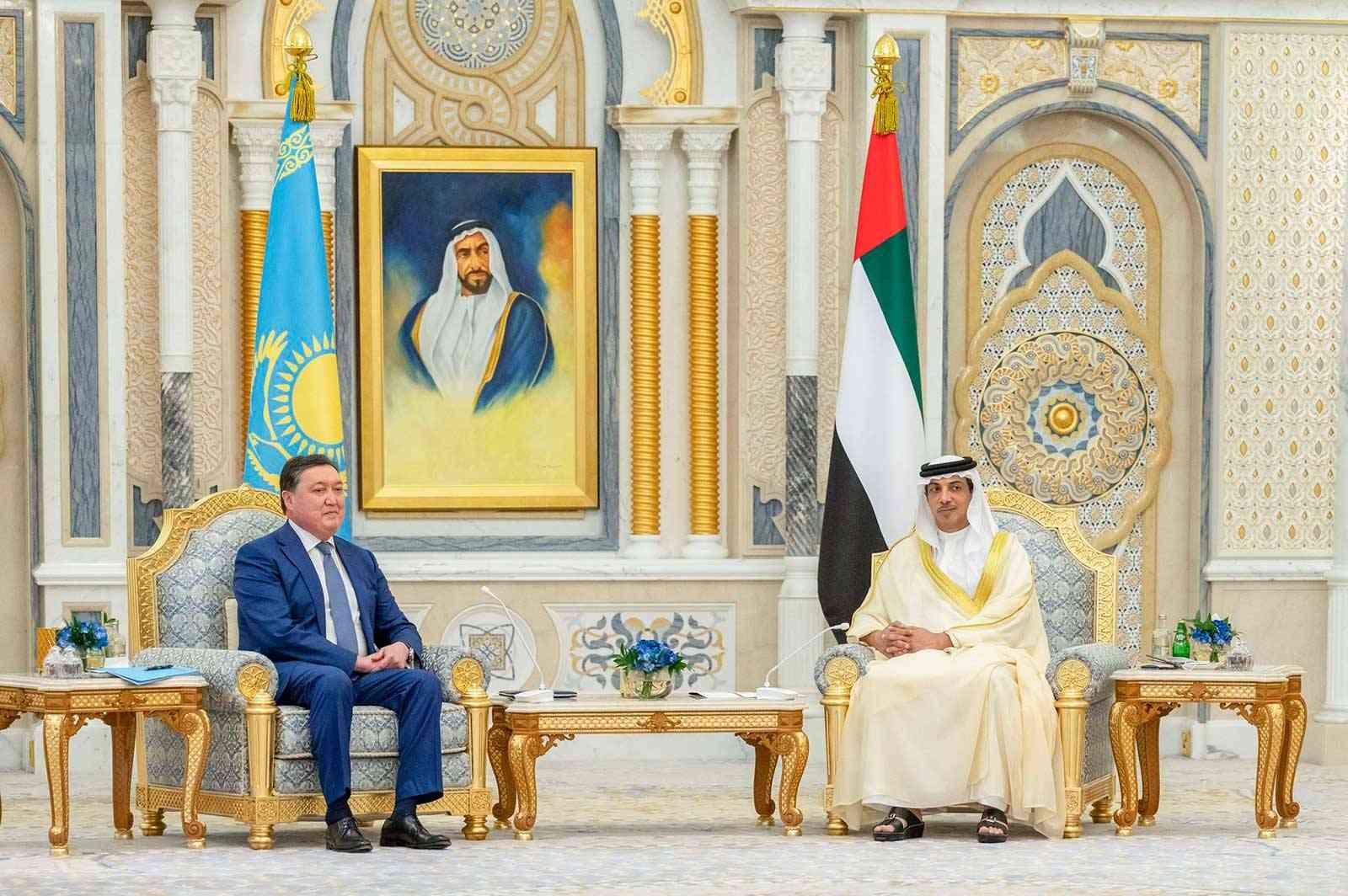 منصور بن زايد يستقبل رئيس وزراء كازاخستان ويشهدان توقيع شراكة لتطوير المشاريع بين البلدين