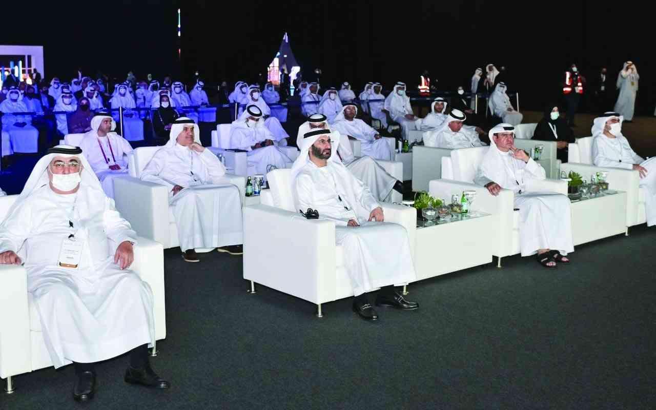 الصورة : سامي القمزي وأحمد جلفار وعدد من الحضور خلال المؤتمر