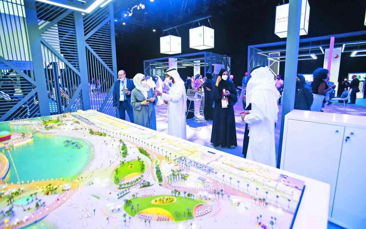 الصورة : متابعات ومناقشات مستمرة من المشاركين في المؤتمر حول المشاريع المشتركة مشاركة فعالة من بلدية دبي في المؤتمر