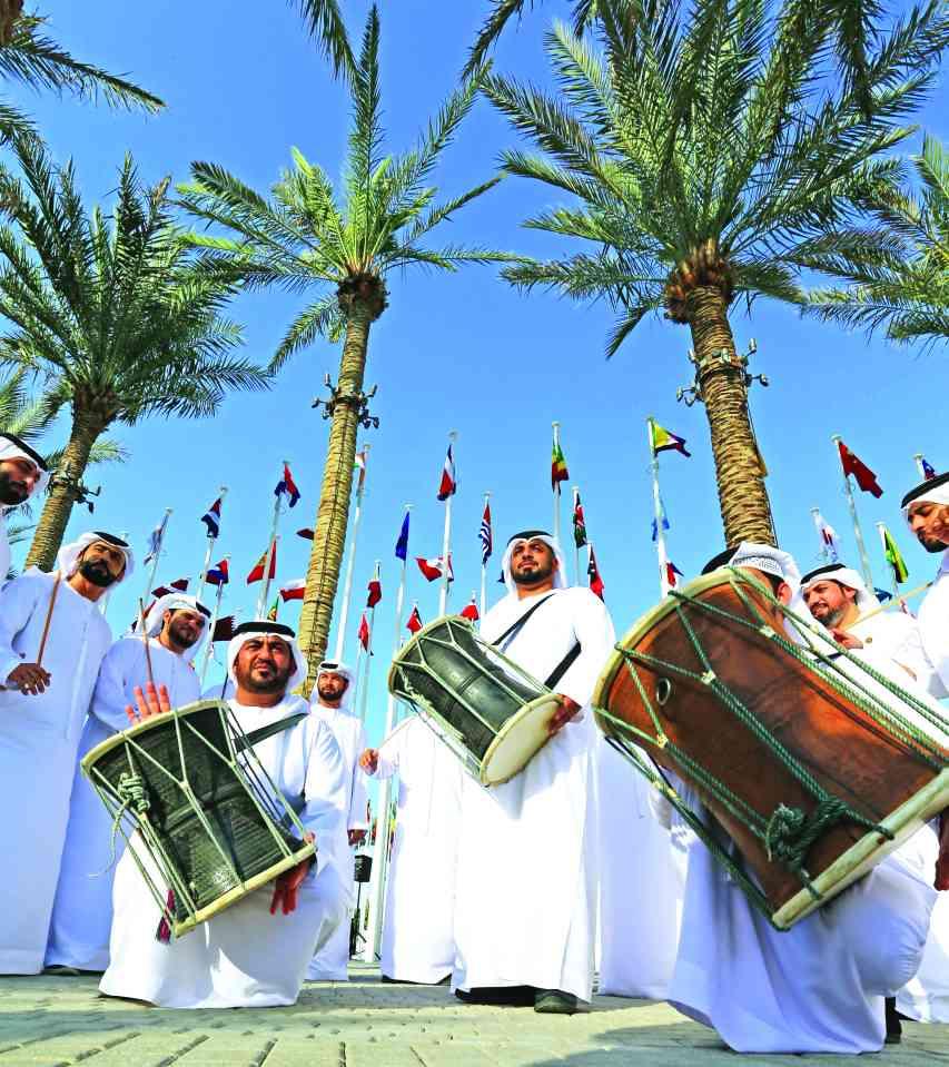 الصورة : » استعراض فرقة الحربية الإماراتية