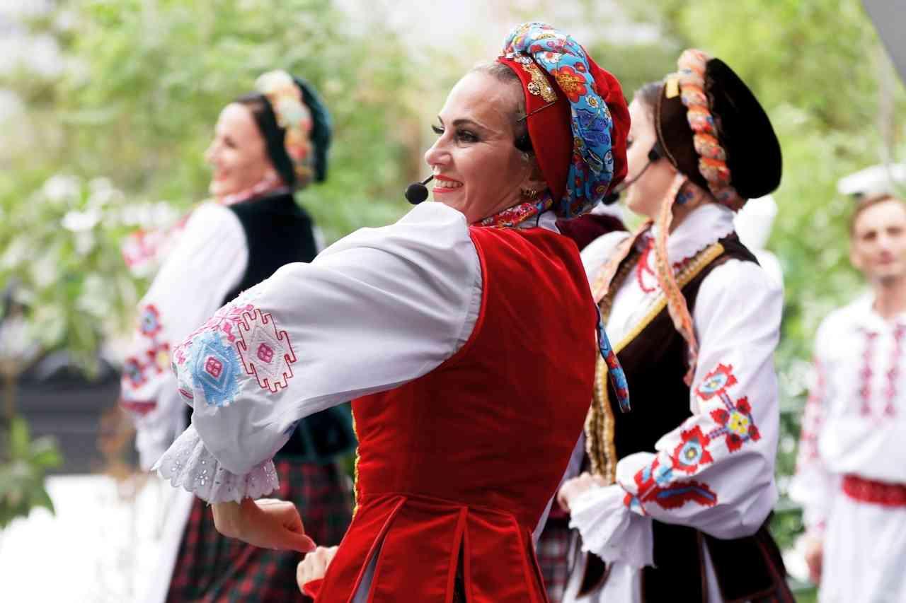 الصورة : »   قبعات في زي فرقة تالاكا البيلاروسية