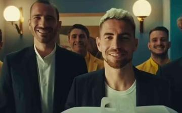 الصورة: الصورة: نجوم «يورو 2020» يسخرون من «الأسود الثلاثة»