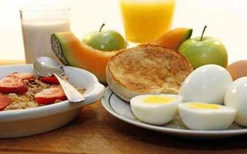 الصورة: الصورة: أفضل الأطعمة في وجبة الإفطار