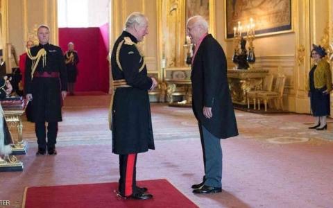 الصورة: الصورة: طبيب عراقي يحصل على أعلى تكريم بريطاني من الأمير تشارلز