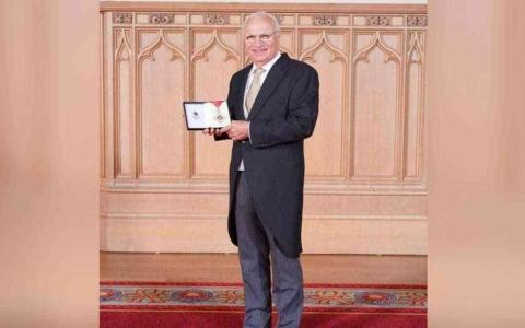 الصورة: الصورة: عراقي يحصل على أعلى وسام في الامبراطورية البريطانية