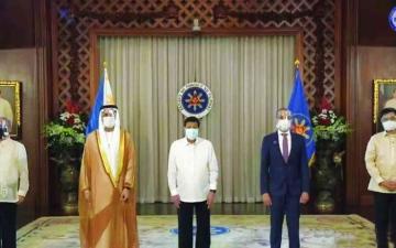 الصورة: الصورة: رئيس الفلبين يتسلم أوراق اعتماد سفير الإمارات
